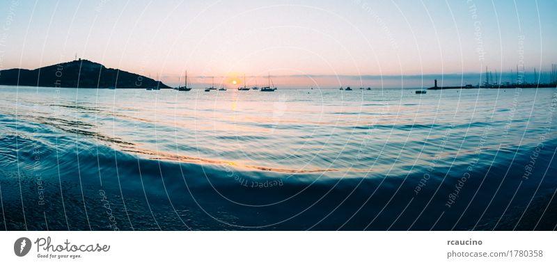 Sonnenaufgang auf einer kleinen Bucht mit verankerten Segelbooten Ferien & Urlaub & Reisen Tourismus Sommer Meer Menschengruppe Natur Landschaft Himmel Küste