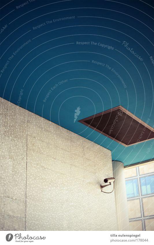 guckst du? Haus Wand Architektur Gebäude Mauer Deutschland beobachten geheimnisvoll türkis Videokamera Decke Überwachung spionieren Überwachungsstaat Überwachungskamera