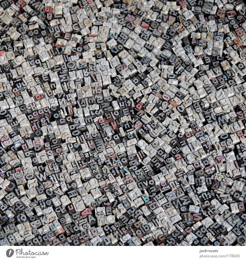 Buchstabensuppe Medien abstrakt klein grau Vogelperspektive Metall Design authentisch Schriftzeichen Technik & Technologie Kommunizieren retro Zeichen Grafik u. Illustration historisch viele