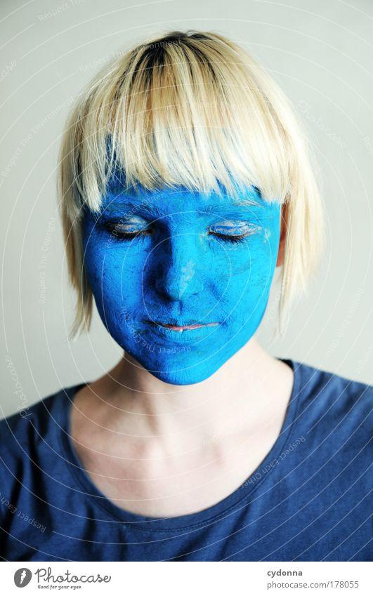 Feeling Blue Mensch Frau Jugendliche blau schön Freude Farbe ruhig Gesicht Erwachsene Erholung Leben Gefühle Traurigkeit Stil träumen