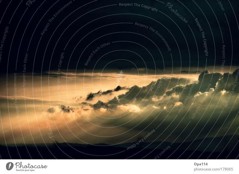 Weltuntergang Farbfoto Außenaufnahme Menschenleer Textfreiraum oben Textfreiraum unten Abend Dämmerung Licht Schatten Kontrast Sonnenlicht Sonnenstrahlen