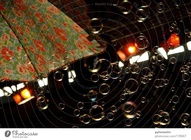 Seifenoper Sommer schwarz Fenster träumen Show Konzert Sonnenschirm Seifenblase Scheinwerfer Siebziger Jahre Zirkus Hippie Blumenmuster
