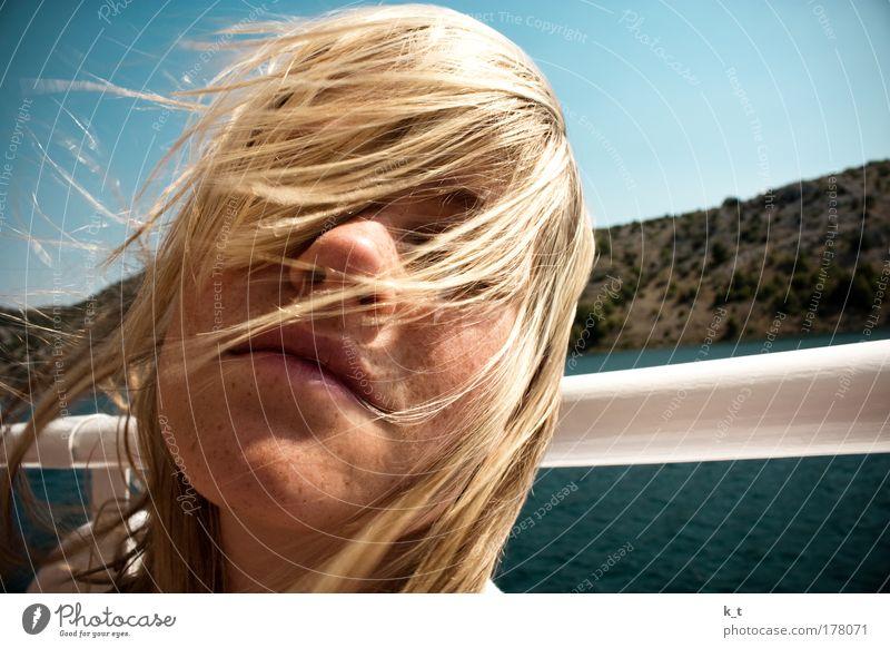 Mit dem Wind in den Haaren II Mensch Jugendliche Sonne Meer blau Sommer Gesicht Ferien & Urlaub & Reisen ruhig Erholung feminin Freiheit Glück Haare & Frisuren Kopf