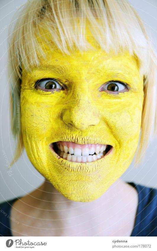 Cheeeeese Mensch Frau Jugendliche schön Farbe Gesicht Erwachsene gelb Leben Gefühle Freiheit Design ästhetisch Wandel & Veränderung 18-30 Jahre bedrohlich