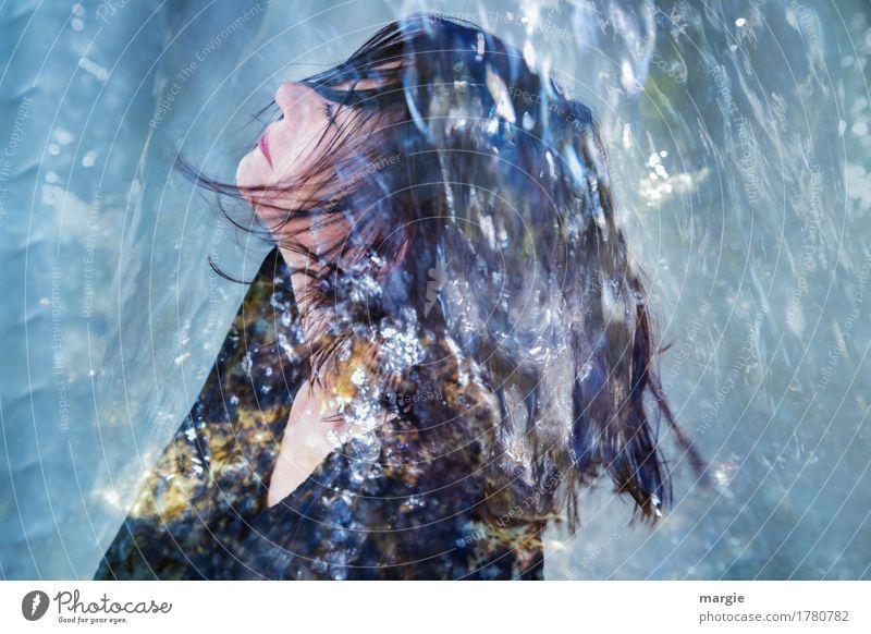 Erfrischung, eine junge Frau unter einem Wasserstrahl, Wasser - Dusche Körperpflege Gesundheit Wellness Wohlgefühl Zufriedenheit Ferien & Urlaub & Reisen Sommer