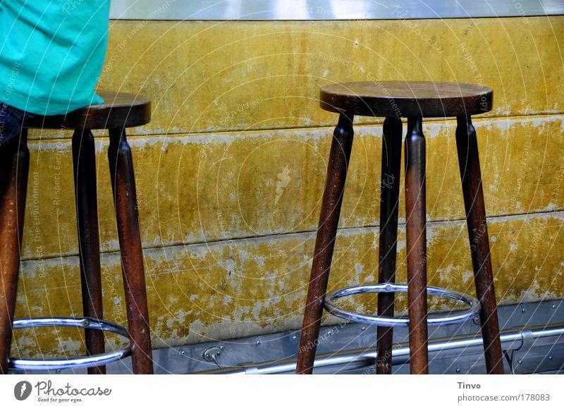 Babette (36), freitags ist sie nie da... Freude braun Freizeit & Hobby Platz Veranstaltung Bar Gesellschaft (Soziologie) Erwartung Theke Nachtleben Verabredung Flirten ausgehen Kneipe veraltet Hocker