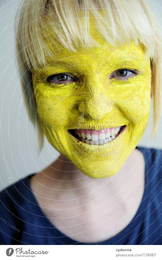 Gelb macht glücklich. Mensch Frau Jugendliche schön Freude Farbe Gesicht Erwachsene gelb Leben Gefühle Freiheit lachen Glück Zufriedenheit ästhetisch