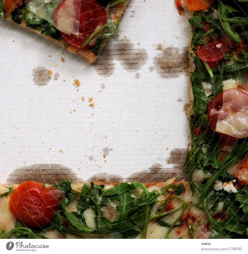 Pizza Farbfoto Innenaufnahme Nahaufnahme Detailaufnahme Textfreiraum links Textfreiraum Mitte Vogelperspektive Lebensmittel Gemüse Tomate Ernährung