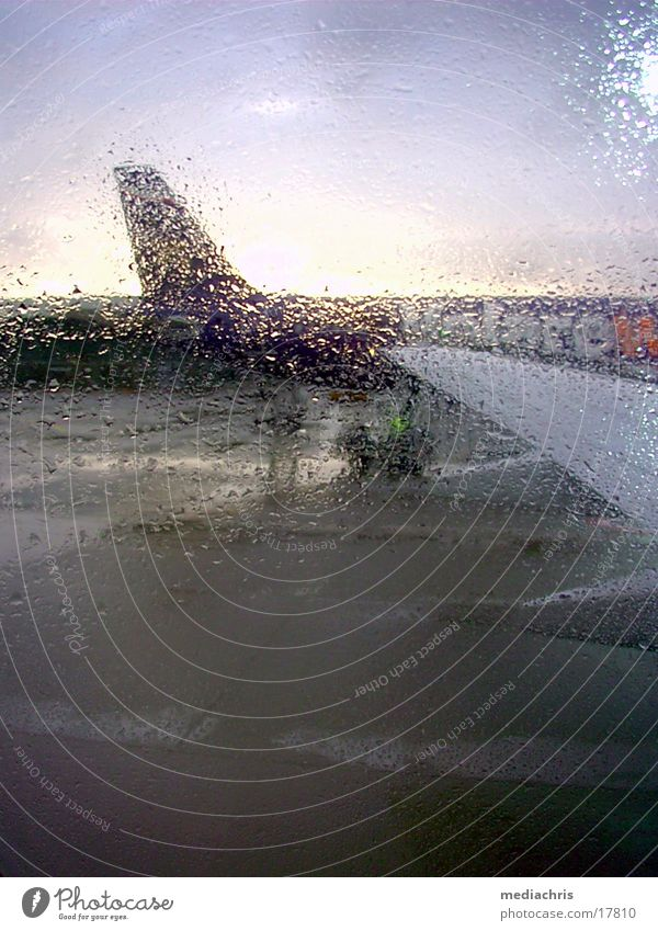 Regenflug Flugzeug fliegen Europa Luftverkehr Italien