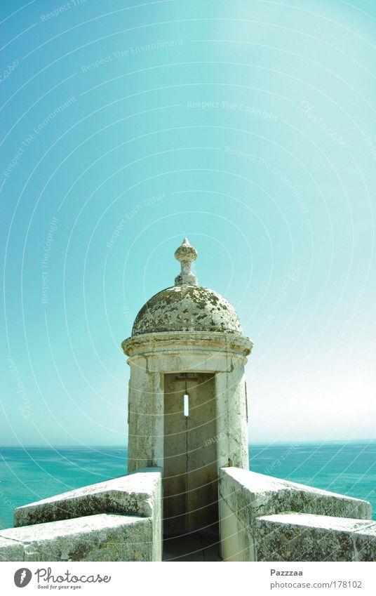Leuchtturm ohne Leuchte Himmel Wasser Meer Sommer ruhig Ferne Erholung Wand Architektur Küste Mauer Ausflug entdecken Ruine genießen