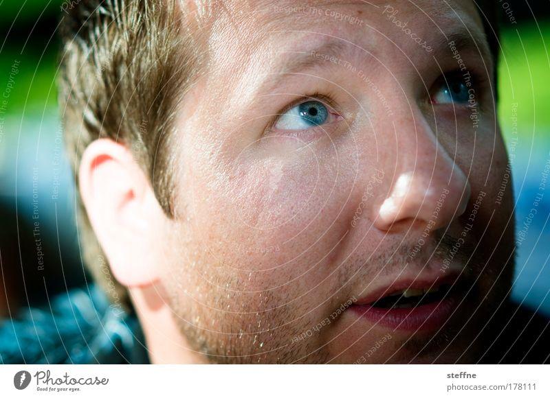 DANIEL-SUN Mensch blau grün Erwachsene Auge Kopf maskulin authentisch Gesicht Neugier 18-30 Jahre Blick nach oben Mann Wachsamkeit Ehrlichkeit 30-45 Jahre