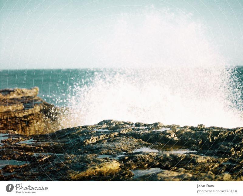 Neptun trifft Poseidon Natur Wasser Meer Ferien & Urlaub & Reisen Ferne Leben Landschaft Küste Wassertropfen nass Horizont Felsen gefährlich feucht Fernweh