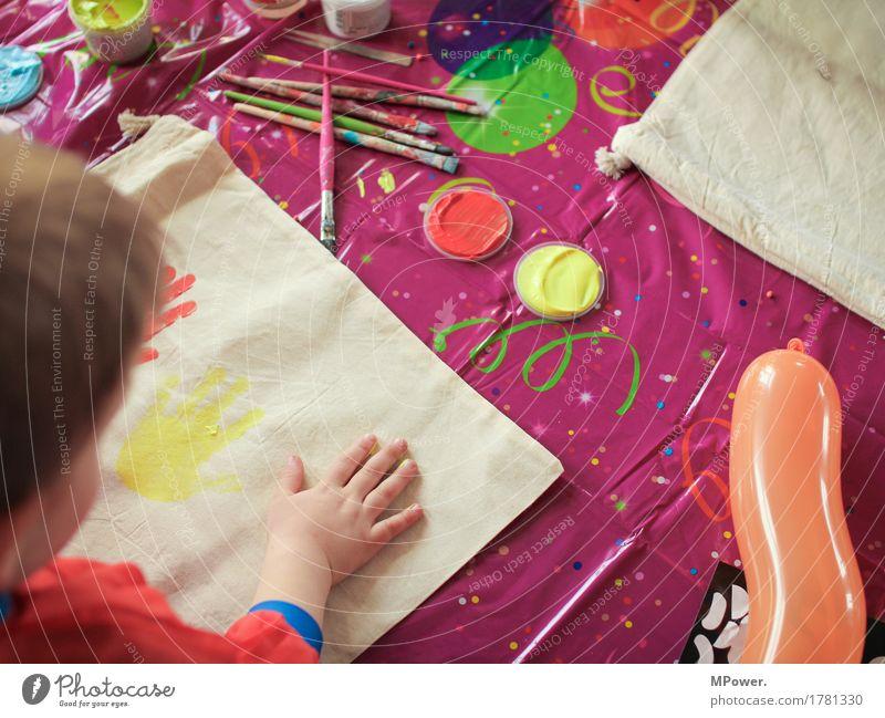 doch ein kindergeburtstag Mensch Kind Kleinkind Kindheit Kindheitserinnerung Hand 1 Kunst Künstler Maler Anstreicher Spielen streichen malen Farbe Farbstoff