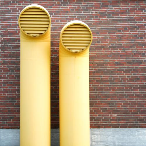 größenunterschied gelb Wand Mauer Gebäude Architektur Fassade Industrie paarweise Technik & Technologie Fabrik Bauwerk Industrieanlage Rohrleitung Belüftung