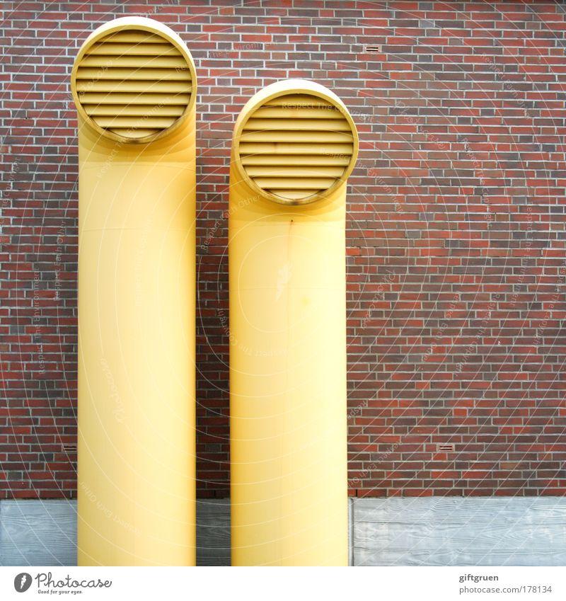 größenunterschied gelb Wand Mauer Gebäude Architektur Fassade Industrie paarweise Technik & Technologie Fabrik Bauwerk Industrieanlage Rohrleitung Belüftung nebeneinander