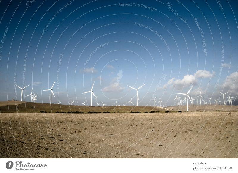 Natur Himmel blau Landschaft Kraft Wind Umwelt groß Horizont Industrie Energiewirtschaft modern Zukunft Sauberkeit natürlich Windkraftanlage
