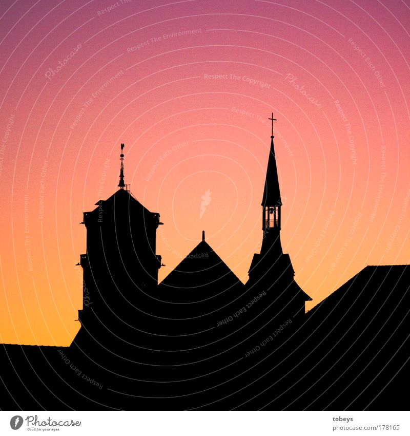 Glaube Dorf Kleinstadt Stadt Altstadt Kirche Dom Burg oder Schloss Ruine Turm Bauwerk Sehenswürdigkeit Wahrzeichen Denkmal Stimmung Schutz Geborgenheit