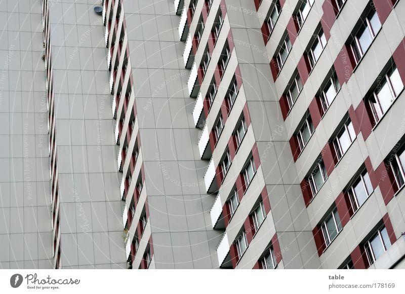 schöne Aussicht . . . alt Stadt rot Einsamkeit Haus kalt Wand Gefühle Holz grau Mauer Stein Traurigkeit Metall Glas Fassade