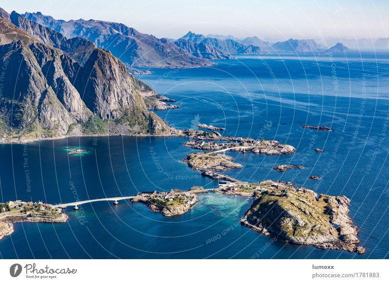 norwegian spirit Natur Landschaft Urelemente Wasser Sommer Berge u. Gebirge Gipfel Küste Fjord Meer gigantisch blau grau grün Mut Tatkraft Lofoten Norwegen