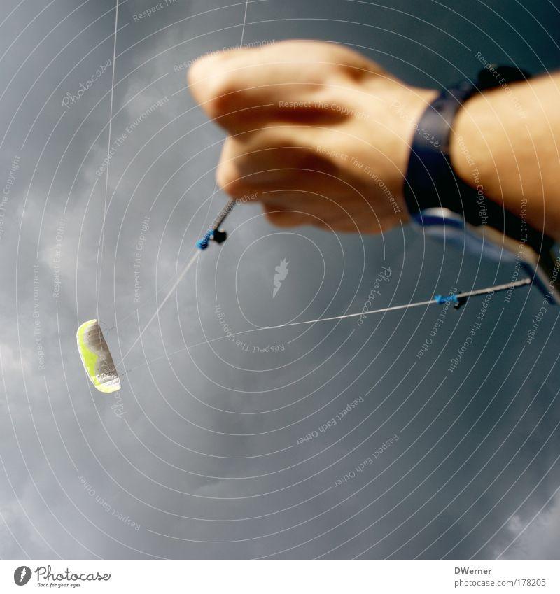Leinen los...? Lifestyle Freizeit & Hobby Wassersport Arme Hand Luft Himmel Wolken Gewitterwolken schlechtes Wetter Wind Fluggerät fliegen Sport Unendlichkeit