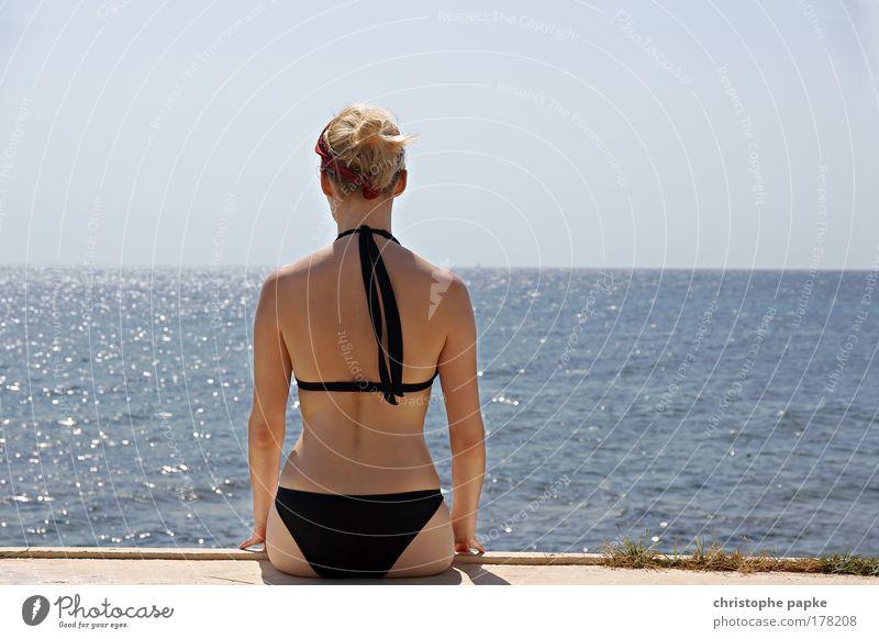 Meer sehen [sic!] Mensch Jugendliche schön Sonne Sommer Strand Ferien & Urlaub & Reisen ruhig Ferne Erholung Frau Freiheit Glück Haare & Frisuren träumen