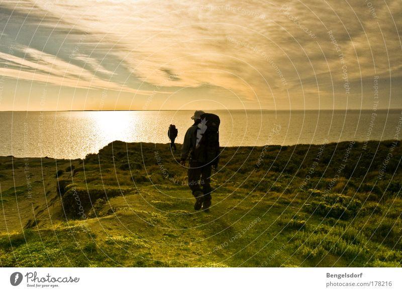 Und wir gehen bis zum Horizont Mensch Natur Ferien & Urlaub & Reisen Meer Sommer Strand ruhig Einsamkeit Ferne Erholung Freiheit Küste träumen Wellen Ausflug