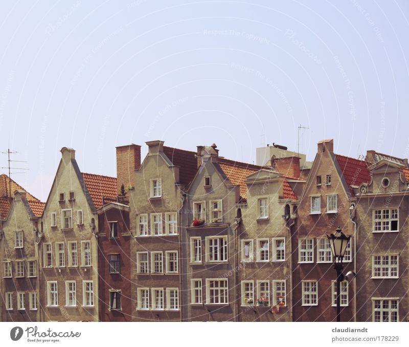 Giebelhausen Gdánsk Polen Europa Stadt Hafenstadt Altstadt Gebäude Architektur Mauer Wand Fassade Fenster Dach Dachrinne Schornstein Antenne Sehenswürdigkeit