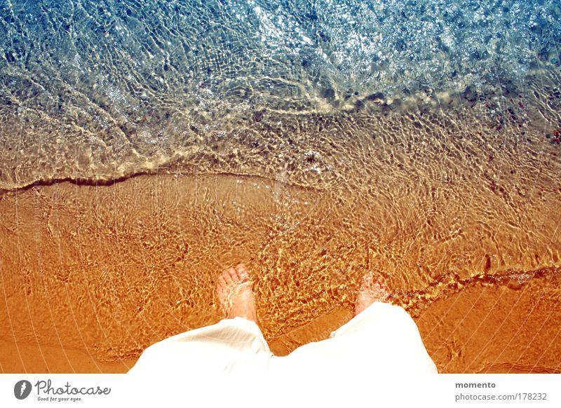 barfuß Mensch Mann Sonne Ferien & Urlaub & Reisen Sommer Meer Strand Freude ruhig Erwachsene Freiheit Beine See Fuß Wellen Zufriedenheit