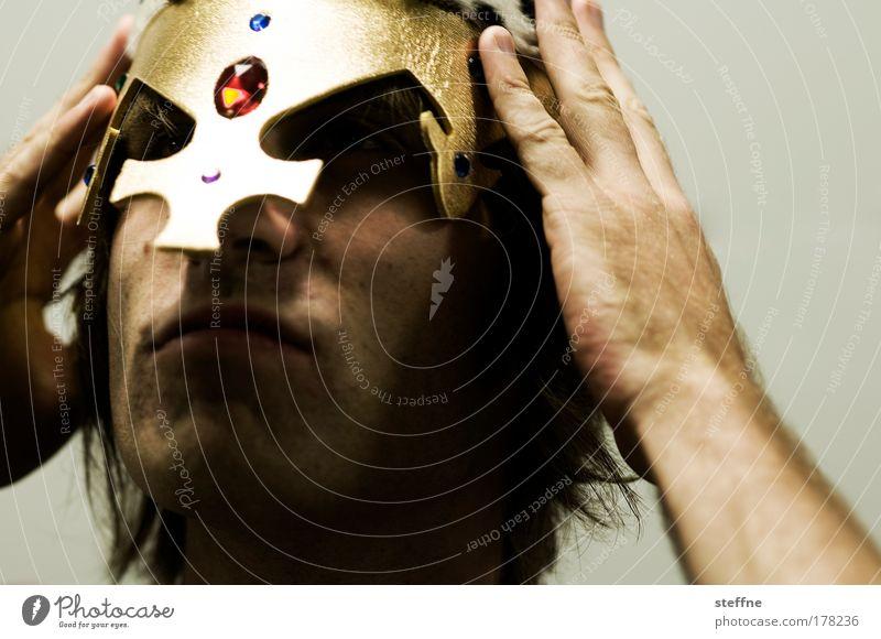 Prinz Eisenherz Mensch Mann Jugendliche Hand Erwachsene Kopf Kraft gold Freizeit & Hobby glänzend maskulin Abenteuer außergewöhnlich 18-30 Jahre fantastisch
