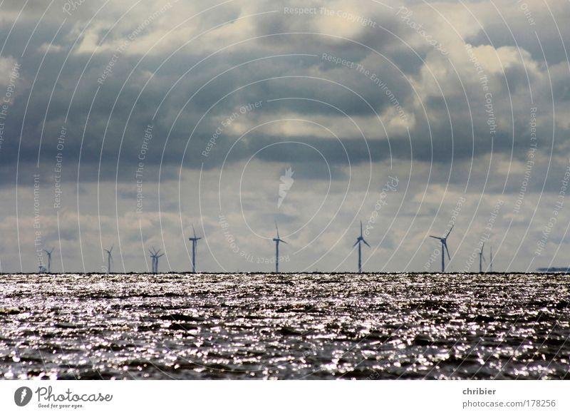 Käptens' Slalom Wasser Meer Erholung dunkel Horizont Wellen Wind Klima Energiewirtschaft groß Industrie Technik & Technologie Nordsee Sturm Windkraftanlage Schifffahrt