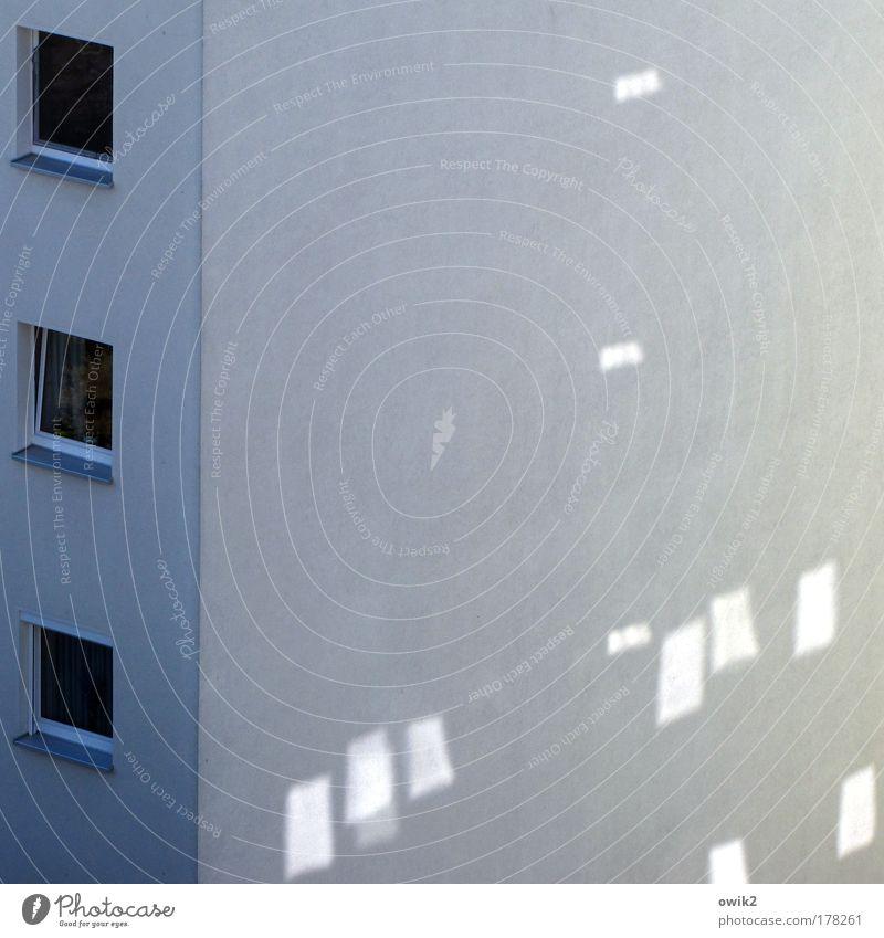 Frühstücksfernsehen weiß blau Stadt Haus kalt Wand Fenster grau Mauer Gebäude Architektur Glas Wetter Beton Hochhaus hoch