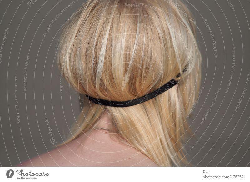 blondschopf Mensch Jugendliche Junge Frau feminin Haare & Frisuren Stil Kopf träumen Haut sitzen Lifestyle frei beobachten einzigartig Jugendkultur