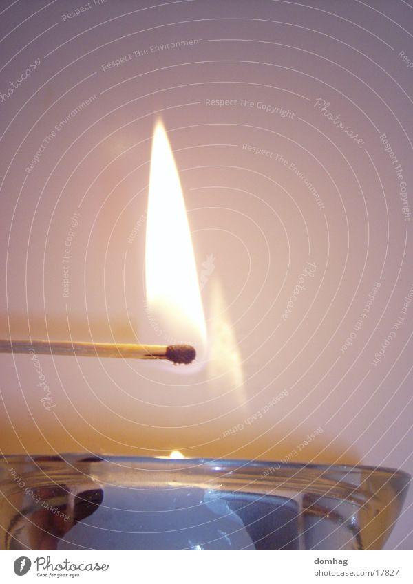 """""""Erleuchtung"""" Brand Kerze Häusliches Leben Flamme Streichholz anzünden entzünden"""