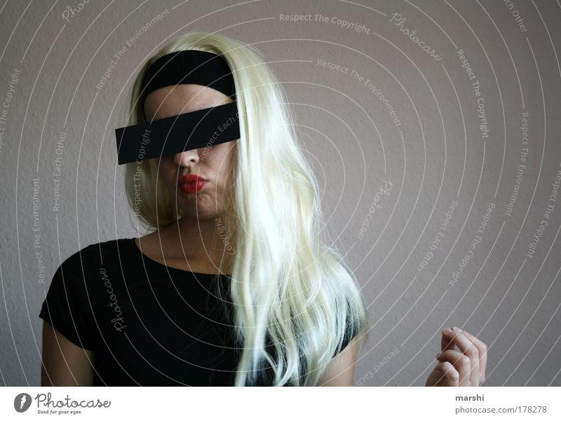 Trash Braut Frau Mensch Jugendliche feminin Gefühle Haare & Frisuren Kopf Mode blond Erwachsene Coolness geheimnisvoll Neugier trashig Mund