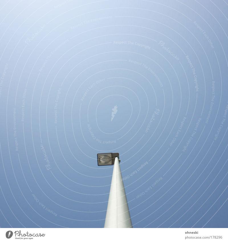 Straßenlampe Himmel blau Sommer Lampe Beleuchtung Energie Energiewirtschaft Technik & Technologie Laterne Schönes Wetter Klimawandel Laternenpfahl Wolkenloser Himmel Erneuerbare Energie