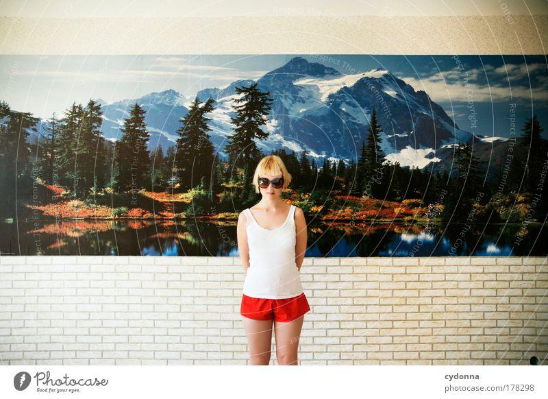 Hüter des Paradieses Frau Mensch Tapete Natur Jugendliche schön Ferien & Urlaub & Reisen Leben Wand Freiheit träumen Traurigkeit Mauer Landschaft Raum