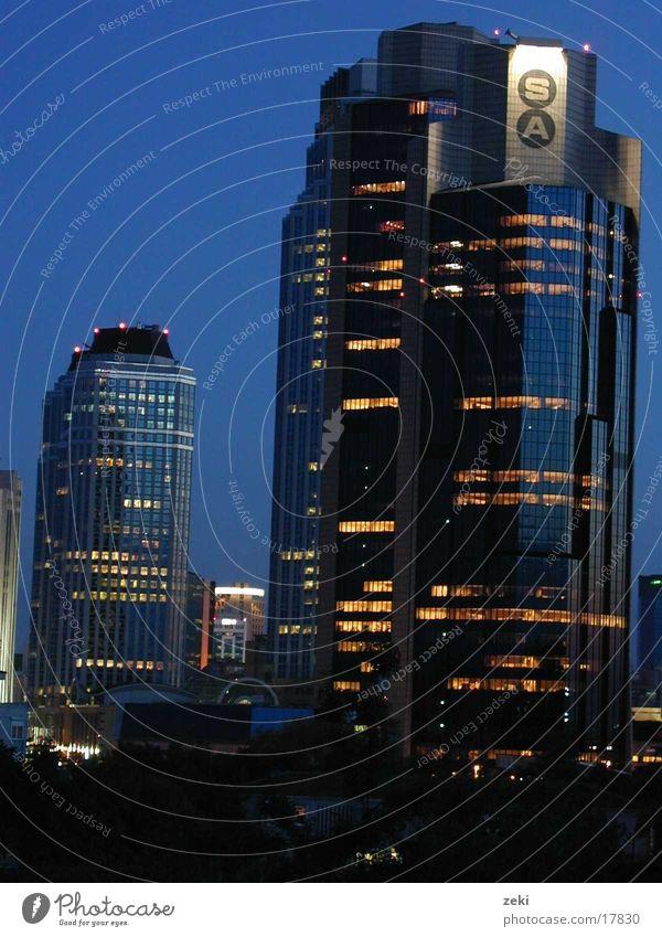 istanbul2-yenilevent-gece blau Architektur Hochhaus Türkei