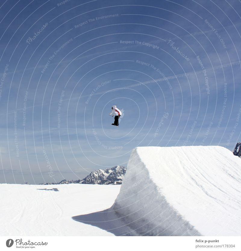 Wat wet wong 2 Mensch Himmel Jugendliche Junger Mann Wolken Freude Winter Berge u. Gebirge Umwelt Schnee Sport Lifestyle springen maskulin Freizeit & Hobby hoch
