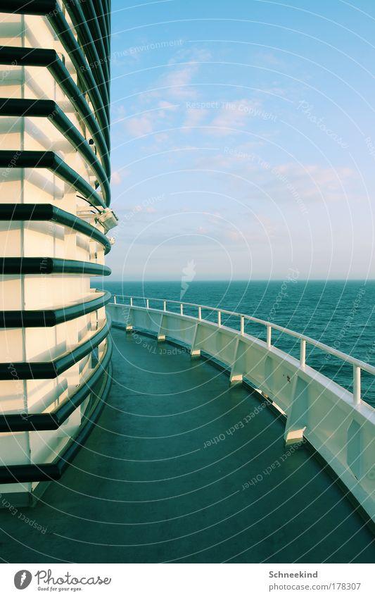 Linienführung Wasser Himmel Meer blau Ferien & Urlaub & Reisen Lampe Erholung Wand Luft Linie Ausflug ästhetisch beobachten Schifffahrt Schiffsdeck
