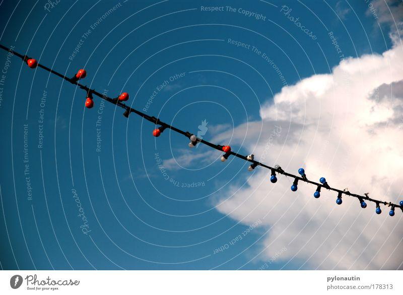 Der Sommer feiert! Himmel weiß blau rot Sommer Strand Wolken Feste & Feiern Show Glühbirne Lichterkette Girlande