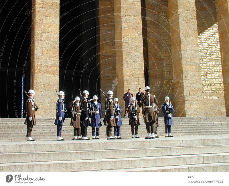 Atatürk-Mausoleum-Ankara-2 Kind Architektur Soldat Türkei Friedhof Grabmal Atatürk Denkmal