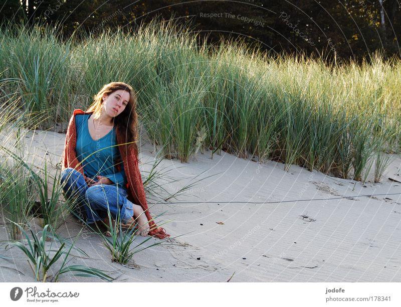 daydream Frau Mensch Natur Jugendliche schön Pflanze Sonne Ferien & Urlaub & Reisen Meer Sommer Strand ruhig Erwachsene Einsamkeit Ferne feminin