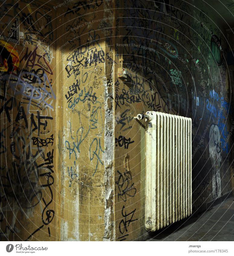 Heat Farbfoto Gedeckte Farben Innenaufnahme Stil Heizung Heizkörper Jugendkultur Subkultur Veranstaltung Gebäude Schriftzeichen Graffiti außergewöhnlich dreckig