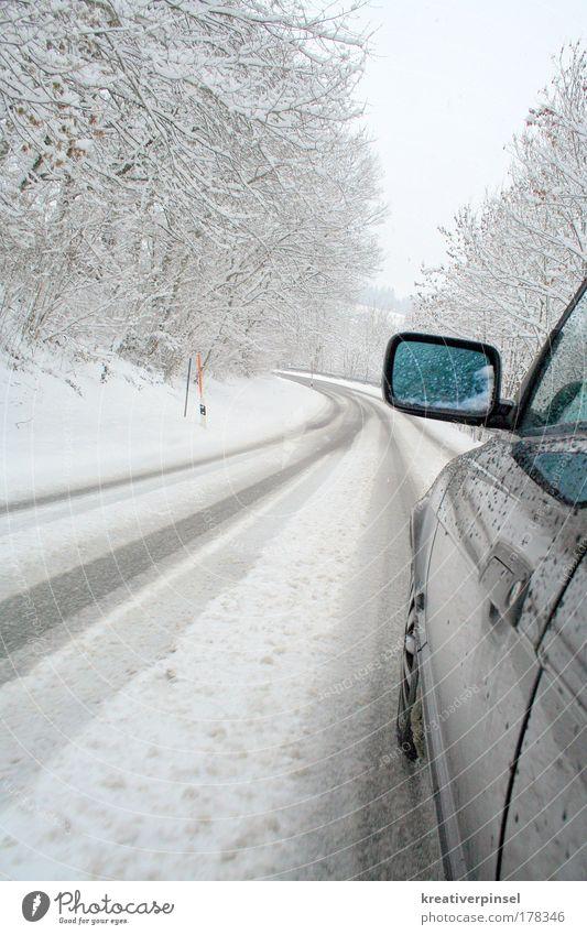 Winter hart weiß blau schwarz Straße Schnee Berge u. Gebirge grau PKW Metall gefährlich silber Fahrzeug Autofahren Respekt Sportler