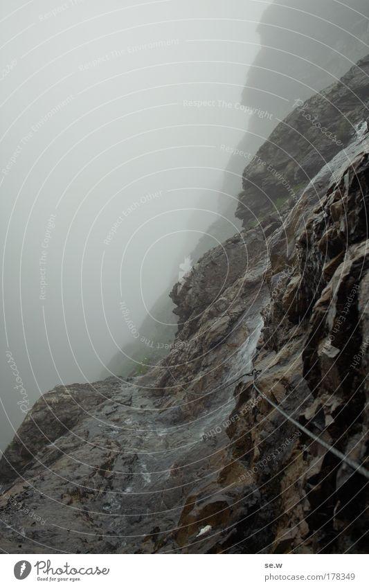 Pfad ins (Un-?)Gewisse Einsamkeit schwarz Tod Landschaft Berge u. Gebirge grau Wege & Pfade Traurigkeit Stimmung Regen Felsen Nebel Urelemente Alpen Sehnsucht Vertrauen