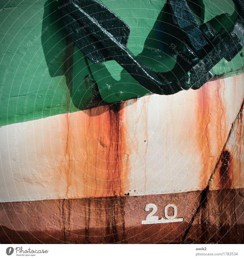 Bug Schifffahrt Segelschiff Anker Bordwand Metall Rost Ziffern & Zahlen alt fest maritim trashig braun grün orange Vergänglichkeit robust Schiffsbug Farbfoto