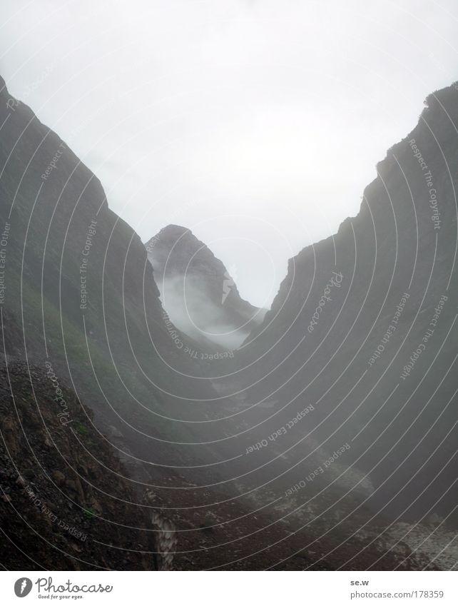 Im Trettachtal Natur Wolken Einsamkeit Traurigkeit Regen Nebel gefährlich Alpen Sehnsucht Gipfel Urelemente Fernweh