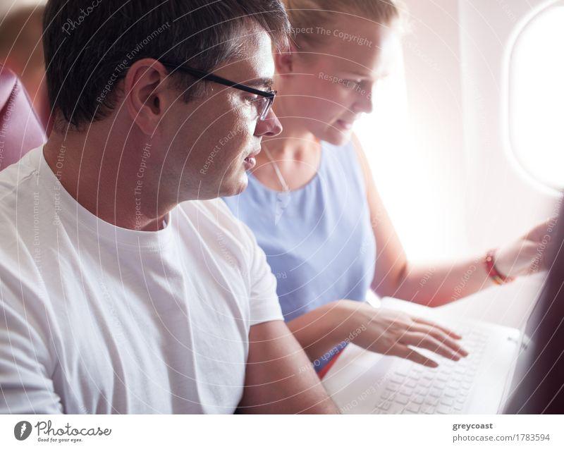 Mensch Ferien & Urlaub & Reisen Jugendliche Junge Frau weiß Junger Mann Erwachsene Business Paar Freundschaft Ausflug Aktion sitzen Technik & Technologie Fröhlichkeit Computer