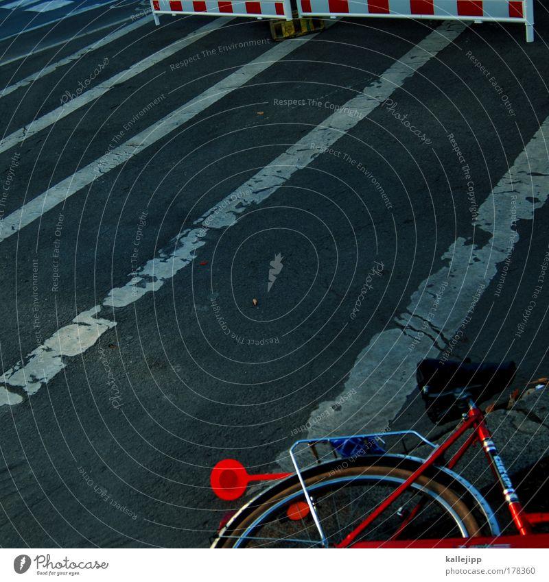 auf streife rot Straße Wege & Pfade grau Freizeit & Hobby Design Verkehr gefährlich Lifestyle Streifen fahren Symbole & Metaphern fallen Verkehrswege Risiko chaotisch