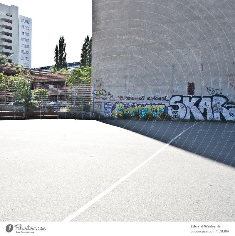 Urban Sports Sportstätten Fußballplatz Jugendkultur Subkultur Berlin Deutschland Europa Hauptstadt Haus Hochhaus Bauwerk Gebäude Architektur Graffiti